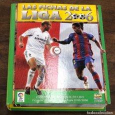 Álbum de fútbol completo: ALBUM LAS FICHAS DE LA LIGA 2006. INCLUYE CROMO DE MESSI. 600 FICHAS + EXTRAS. Lote 245602420
