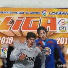 Álbum de fútbol completo: ALBUM DE FÚTBOL CON CROMOS, LIGA 2010-11, COLECCIONES ESTE, COLOCAS, COMPLETO, TODOS FOTOGRAFIADOS. Lote 270176558