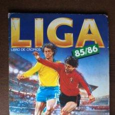 Álbum de fútbol completo: ALBUM FUTBOL LIGA ESTE 85-86 COMPLETO 1985-1986 CON 54 CROMOS DOBLES Y 3 TRIPLES. Lote 295854043