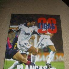 Coleccionismo deportivo: LIBRO ALBUM 28 LIGAS BLANCAS - REAL MADRID - ABC 2001. Lote 37388184