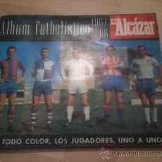 Coleccionismo deportivo: ALBUM EL ALCAZAR 67 68 1967 1968 A FALTA DE 17 CROMOS DE PRIMERA DIVISION - LEER DESCRIPCION. Lote 38013103