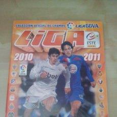 Coleccionismo deportivo: ÁLBUM EDICIONES ESTE LIGA 2010-11 - 10/11 - CASI COMPLETO A FALTA DE 36 CROMOS (NUEVO). Lote 43358808