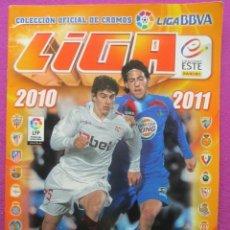 Coleccionismo deportivo: ALBUM FUTBOL LIGA 2010-2011, ESTE, TIENE 381 CROMOS Y 33 FICHAJES, INCOMPLETO,. Lote 43978983