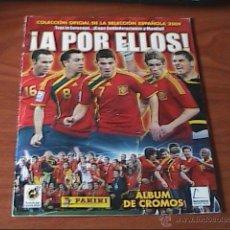Coleccionismo deportivo: ALBUM DE FUTBOL PANINI ¡A POR ELLOS! AÑO 2009 32 CROMOS PEGADOS Y ALBÚM COLECCIÓN CROMOS BARCELONA. Lote 46960537