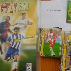 Coleccionismo deportivo: ALBUN MUNDICROMO 2009 2010 OFFICIAL QUIZ GAME COLLECTION + 99 CROMOS TODOS DIFERENTES. Lote 50657642