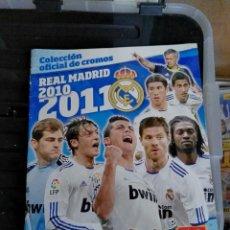 Coleccionismo deportivo: ALBUM CROMOS REAL MADRID 10 - 11 2010 - 2011 CON 121. Lote 79911190