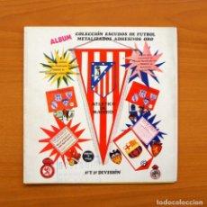 Álbum Escudos de fútbol metalizados - Distribuidora Guipuzcoana 1972 vacio- Ver fotos en el interior