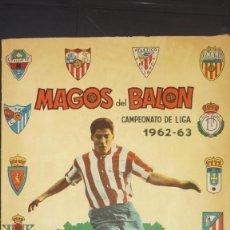 Antiguo Álbum Incompleto - Magos del Balón. 1962 - 63 - Ed. Triunfo - Faltan 3 Cromos y tapas