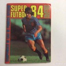 Coleccionismo deportivo: ÁLBUM SÚPER FUTBOL 84 + SOBRE VACÍO + SUPLEMENTO CON CROMOS. Lote 93668060