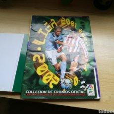 Coleccionismo deportivo: ÁLBUM DE FÚTBOL DE LA LIGA ESPAÑOLA. TEMPORADA 2001-02.EDICIONES ESTE. TIENE 182 CROMOS. Lote 94119499