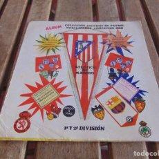 Coleccionismo deportivo: ALBUM COLECCION DE ESCUDOS DE FUTBOL METALIZADOS DISTRIBUIDORA GUIPUZCUANA 1972. Lote 97787367