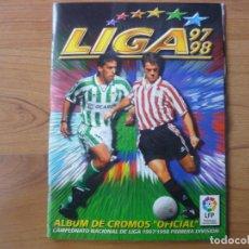 Coleccionismo deportivo: ALBUM LIGA COLECCIONES ESTE 97 98 CON 377 CROMOS - FUTBOL 1997 1998. Lote 98011723