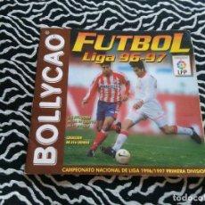 Coleccionismo deportivo: ANTIGUO ÁLBUM DE FÚTBOL BOLLYCAO LIGA 1996-1997, LIGA 96-97 CON 7 ESCUDOS PEGADOS. Lote 108832099