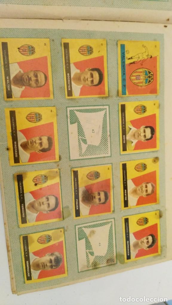 Coleccionismo deportivo: ALBUM CAMPEONES LAS MAS FAMOSAS FIGURAS DEL FUTBOL ESPAÑOL 1960 , EDT BRUGUERA 1959- faltan 56 - Foto 6 - 124049451