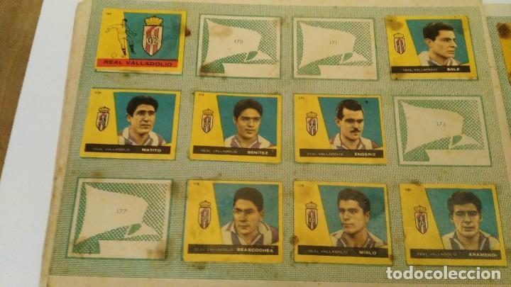 Coleccionismo deportivo: ALBUM CAMPEONES LAS MAS FAMOSAS FIGURAS DEL FUTBOL ESPAÑOL 1960 , EDT BRUGUERA 1959- faltan 56 - Foto 17 - 124049451
