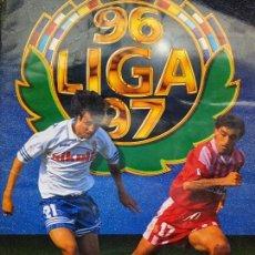 Coleccionismo deportivo: ÁLBUM DE CROMOS DE FÚTBOL. CONTIENE 484 CROMOS. LIGA 96 97 1996 1997. EDICIONES ESTE PANINI. 520 GR. Lote 125218239