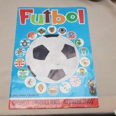 Coleccionismo deportivo: ALBUM DE FUTBOL , CROMOS TROQUELADOS AUTOADHESIVOS, EDITORIAL MAGA, AÑO 1975. Lote 126629290