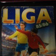 Coleccionismo deportivo: ALBUM ESTE 85/86 MUY COMPLETO CON MUCHISIMOS DOBLES Y MUCHAS VERSIONES DE FICHAJES. Lote 128484387