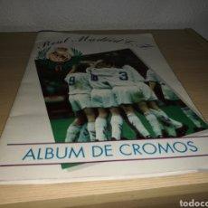 Coleccionismo deportivo: ÁLBUM DE CROMOS DEL REAL MADRIS. TEMPORADA 1994-95. LE FALTAN 7 CROMOS. ESTADO IMPECABLE. Lote 130447431