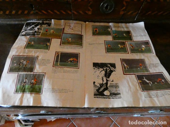 Coleccionismo deportivo: ALBUM DE CROMOS JOHAN CRUYFF ASI JUEGO AL FUTBOL CROPAN AÑOS 70 CON POSTER CENTRAL. - Foto 2 - 132991722