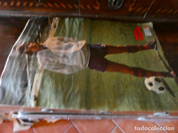 Coleccionismo deportivo: ALBUM DE CROMOS JOHAN CRUYFF ASI JUEGO AL FUTBOL CROPAN AÑOS 70 CON POSTER CENTRAL. - Foto 3 - 132991722