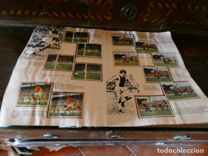 Coleccionismo deportivo: ALBUM DE CROMOS JOHAN CRUYFF ASI JUEGO AL FUTBOL CROPAN AÑOS 70 CON POSTER CENTRAL. - Foto 5 - 132991722