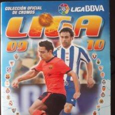 Coleccionismo deportivo: ALBÚM LIGA ESTE 2009 2010. 382 CROMOS PEGADOS + 27 SIN PEGAR. PERFECTO. IDEAL PARA COMENZAR. Lote 140481378