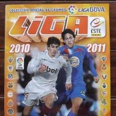 Coleccionismo deportivo: ABUM LIGA EDICIONES ESTE 2010-2011 10 11 CON TODOS LOS BÁSICOS Y 19 ÚLTIMOS FICHAJES. VER IMÁGENES. Lote 142314538