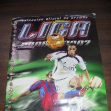 Coleccionismo deportivo: ALBUM INCOMPLETO. LIGA 2006/2007. FALTAN 11 CROMOS Y 6 ULTIMOS FICHAJES. CONTIENE 31 CROMOS DOBLES. . Lote 142518666