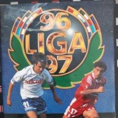 Coleccionismo deportivo: MUY BUEN ALBUM LIGA ESTE 1996 1997 96 97. CON 460 CROMOS PEGADOS. IMÁGENES Y DESCRIPCIÓN DETALLADA. Lote 142763178