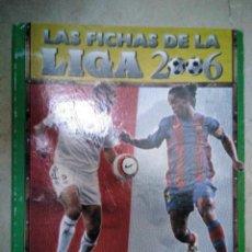 Coleccionismo deportivo: ALBUM FICHAS DE LA LIGA 2006, DE CARTÓN, CON 445 CROMOS CARTAS, MÁS 25 IGUALES DE AS Y 10 CRISTALL. Lote 147086366