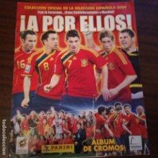 Coleccionismo deportivo: ÁLBUM A POR ELLOS SELECCIÓN ESPAÑOLA 2009 CON 11 CROMOS PANINI. Lote 153584090