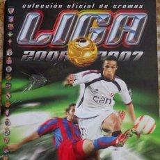 Coleccionismo deportivo: ÁLBUM DE CROMOS DE FÚTBOL. LIGA 2006 2007. CONTIENE 429 CROMOS. 450 GR. Lote 155172298