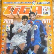 Coleccionismo deportivo: ÁLBUM DE CROMOS DE FÚTBOL. LIGA 2010 2011. CONTIENE 459 CROMOS. 470 GR. Lote 155175214