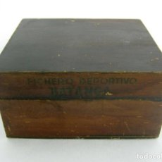 Coleccionismo deportivo: CAJA DE MADERA FICHERO DEPORTIVO CHOCOLATES BATANGA AÑO 1954. Lote 162848334
