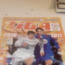 Coleccionismo deportivo: G-1 ALBUM ESTE PANINI LIGA 2010 2011 10 11 VER FOTOS PARA ESTADO Y CROMOS PEGADOS INCLUYE MESSI. Lote 244602370