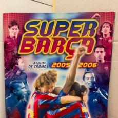 Coleccionismo deportivo: ALBUM SUPER BARÇA PANINI, 2005-2006 CONTIENE 6 CROMOS, MESSI, RONALDINHO, PUYOL,... INCOMPLETO. Lote 175829715