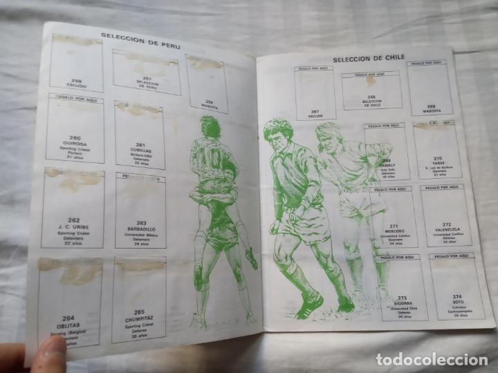 Coleccionismo deportivo: ALBUM ED VENLICO 82 CROMO FUTBOL LIGA 1982 MUNDIAL - VACIO CROMOS DESPEGADOS - Foto 13 - 177404252