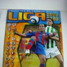 Coleccionismo deportivo: ALBUN DE CROMOS INCOMPLETO LIGA 2005-2006 DE EDICIONES ESTE FALTAN 3 CROMOS. Lote 180882632