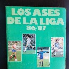 Coleccionismo deportivo: ÁLBUM CROMOS FÚTBOL LOS ASES DE LA LIGA 86-87 95% COMPLETO AS ORIGINAL. Lote 190750876
