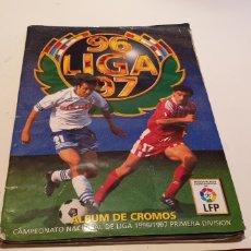 Coleccionismo deportivo: ALBUM LIGA ESTE 1996 1997 96 97 INCOMPLETO CON VERSION SECRETARIO VER FOTO. Lote 195514457