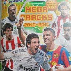 Coleccionismo deportivo: MEGACRACKS 2010 2011 10 11 PANINI CONTIENE 393 CROMOS. Lote 195527822