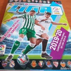Coleccionismo deportivo: OCASIÓN / ÁLBUM VACÍO / LA LIGA SANTANDER / 2019-20 / COLECCIONES ESTE / PANINI / 6 CROMOS-NUEVO. Lote 199626787