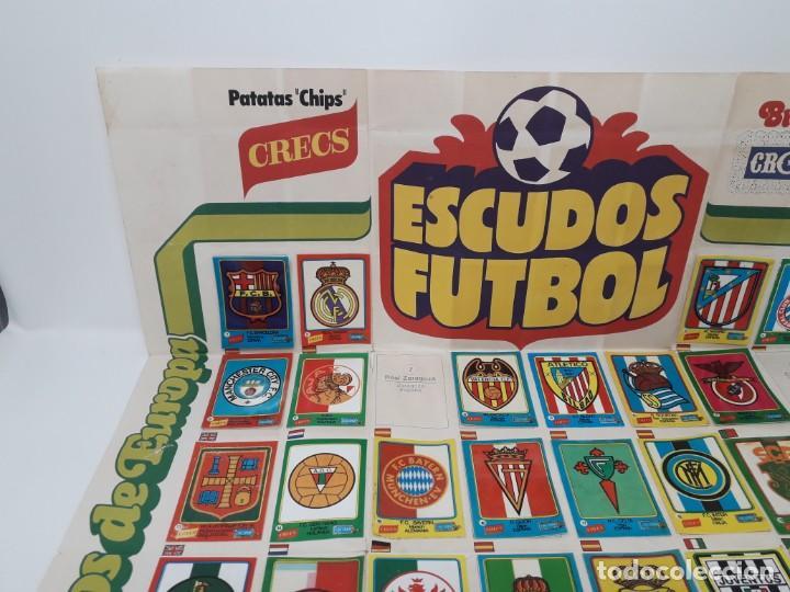 Coleccionismo deportivo: Poster-Álbum Escudos Fútbol-Cropan-Patatas Crecs-Los Grandes Equipos de Europa 55/60 cromos!! - Foto 2 - 204825008