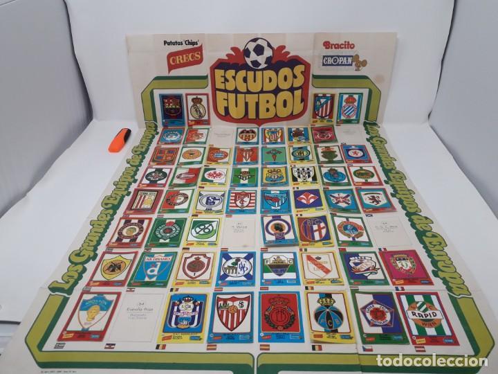 Coleccionismo deportivo: Poster-Álbum Escudos Fútbol-Cropan-Patatas Crecs-Los Grandes Equipos de Europa 55/60 cromos!! - Foto 6 - 204825008
