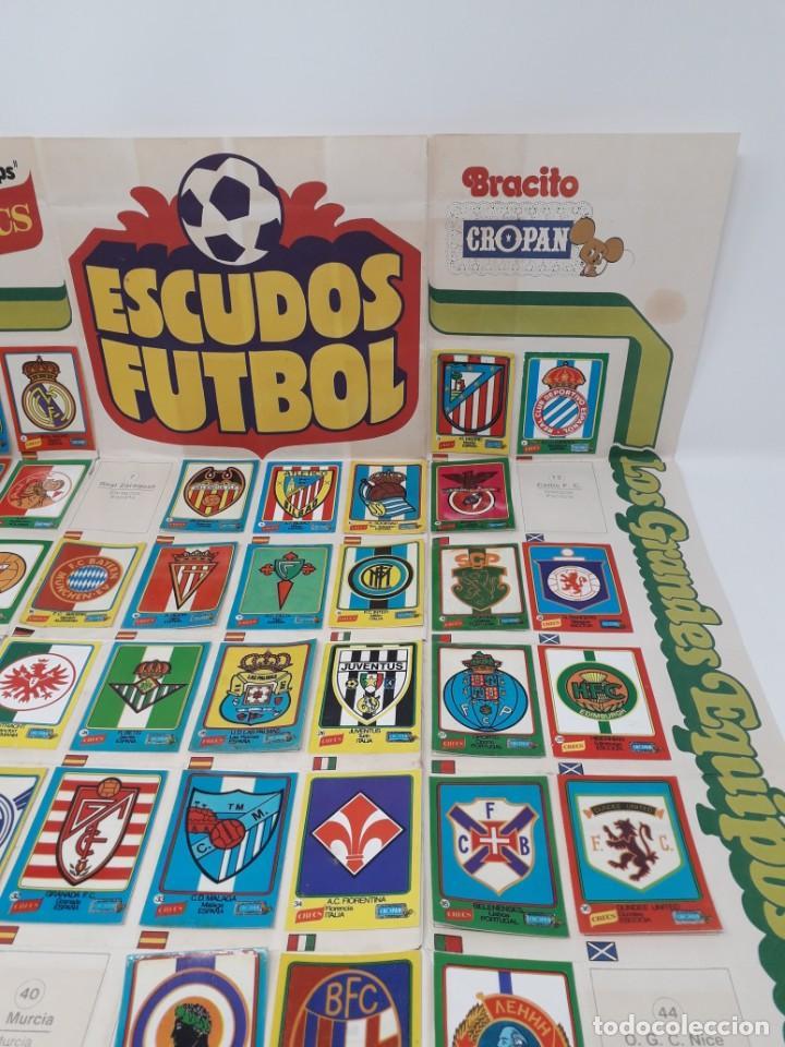 Coleccionismo deportivo: Poster-Álbum Escudos Fútbol-Cropan-Patatas Crecs-Los Grandes Equipos de Europa 55/60 cromos!! - Foto 7 - 204825008