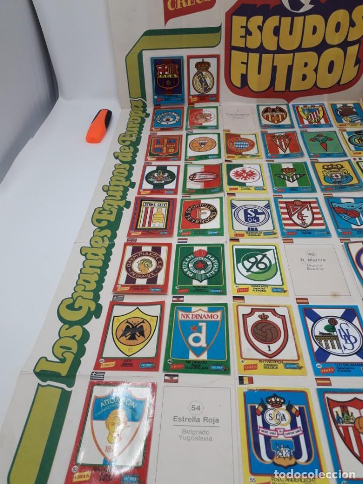 Coleccionismo deportivo: Poster-Álbum Escudos Fútbol-Cropan-Patatas Crecs-Los Grandes Equipos de Europa 55/60 cromos!! - Foto 11 - 204825008