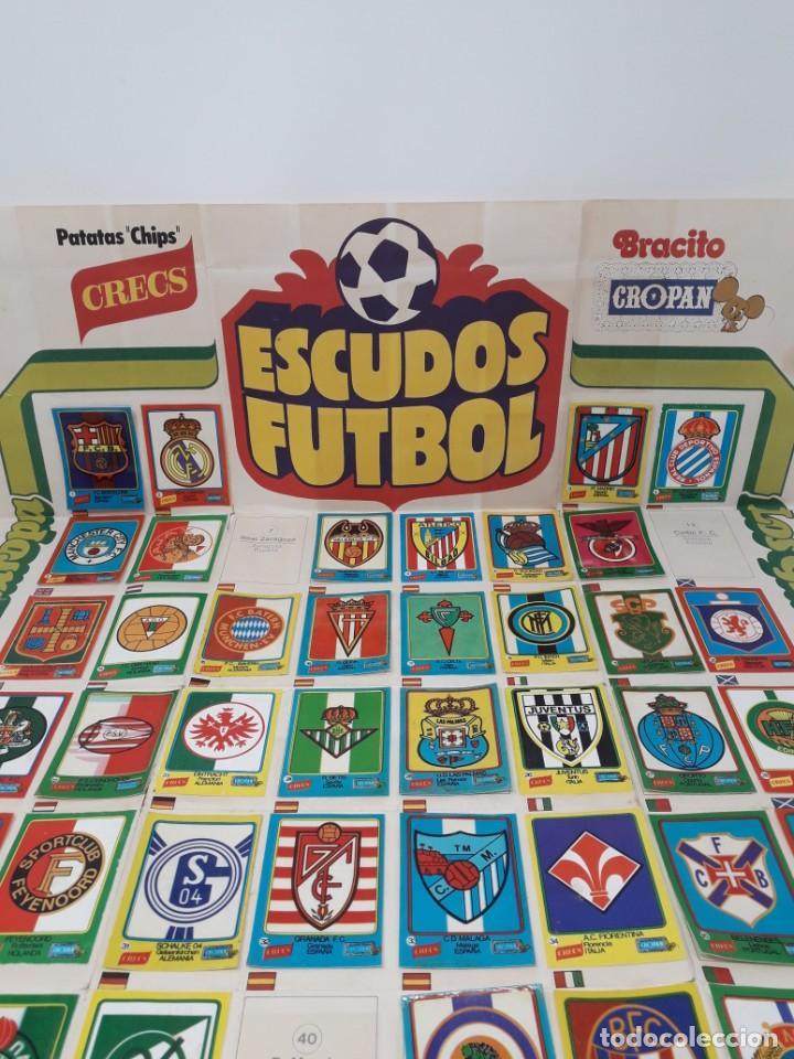 Coleccionismo deportivo: Poster-Álbum Escudos Fútbol-Cropan-Patatas Crecs-Los Grandes Equipos de Europa 55/60 cromos!! - Foto 12 - 204825008
