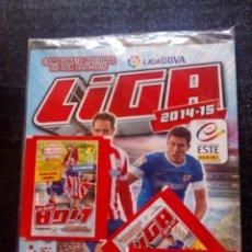Colecionismo desportivo: ESTE PANINI LIGA 2014-2015.ALBUM VACÍO Y 3 SOBRES LLENOS.TODO SELLADO DE FABRICA, A ESTRENAR.. Lote 212185312