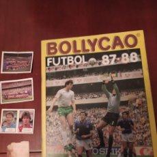 Coleccionismo deportivo: BOLLYCAO FUTBOL 87:88 (ALBUM ,CROMOS Y SOBRE). Lote 137797045